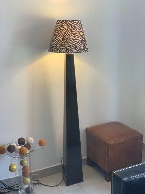 lampe noire et abat jour de l'Atelier Quinquete